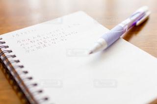 ノートに日記を書くボールペンの写真・画像素材[2953295]