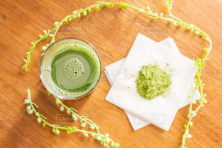 朝に飲む大葉青汁と粉の写真・画像素材[3754649]