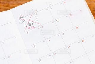 春の4月 スケジュール帳にコロナで入学式が中止になったことを書くの写真・画像素材[4192073]