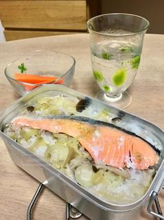 メスティンの鮭の炊き込みご飯の写真・画像素材[2225239]