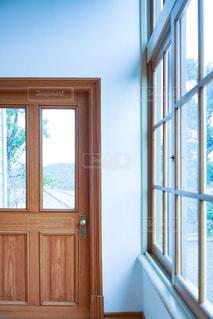 ガラスのドアの写真・画像素材[3061999]