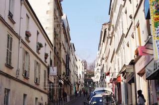 パリの狭い通りの写真・画像素材[1812538]