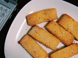 お皿の上の手づくりクッキーの写真・画像素材[1812636]