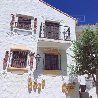 大きな白い建物の写真・画像素材[1806606]