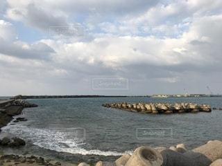風の強い日の海の写真・画像素材[1807777]