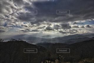 雲の切れ間の写真・画像素材[1812022]