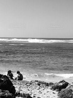 砂遊びモノクロの写真・画像素材[1808877]