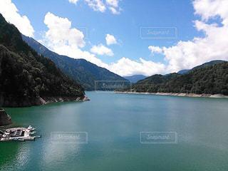 ダムの上からの青空の写真・画像素材[1810219]