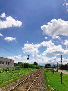 線路と青空の写真・画像素材[1810480]