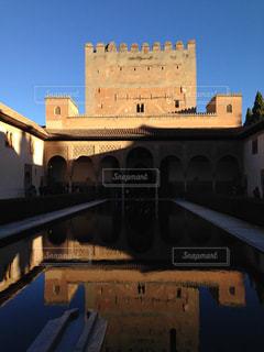青空の下のアルハンブラ宮殿の写真・画像素材[1814373]