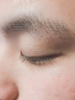 男性の目アップの写真・画像素材[1850770]