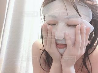 入浴後のフェイスパックの写真・画像素材[1858450]