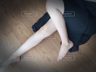 黒いスカートの写真・画像素材[2135676]
