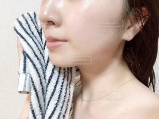 入浴後のすっぴん肌の写真・画像素材[2171485]