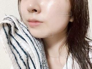 女性のすっぴん肌の写真・画像素材[2211179]