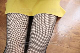 ミニスカートから見える脚の写真・画像素材[2226607]