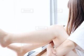 女性の足の写真・画像素材[2250964]
