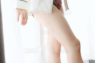 パジャマ姿の女性の写真・画像素材[2260454]