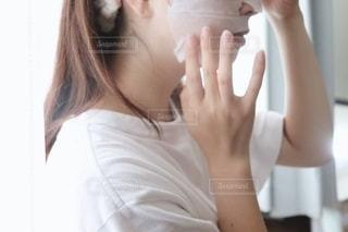 フェイスマスク中の写真・画像素材[2276426]
