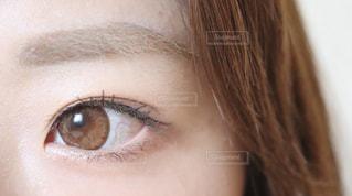 女性の目元クローズアップの写真・画像素材[2310896]