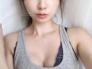 女性の自撮りの写真・画像素材[2354746]