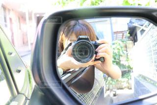 自撮りする女性の写真・画像素材[2355645]