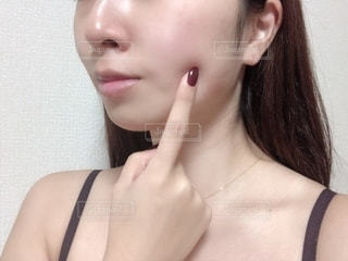 女性のすっぴん美肌の写真・画像素材[2704045]