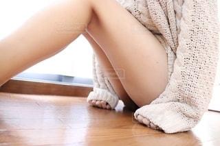 座っている女性の写真・画像素材[2706720]