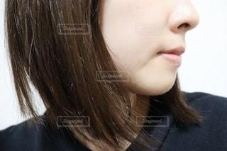 女性の横顔の写真・画像素材[2728499]