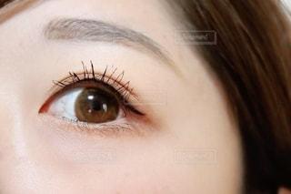 女性の目元の写真・画像素材[2793766]