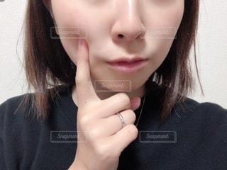 黒髪の女性のクローズアップの写真・画像素材[2803990]
