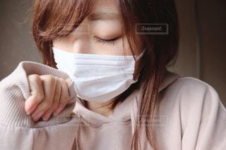 マスク姿の女性の写真・画像素材[2808857]