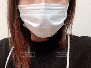 女性のマスク姿の写真・画像素材[3039544]