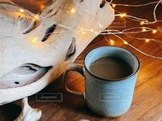 コーヒーカップを間近に並べますの写真・画像素材[2736000]