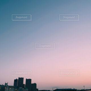 日の出の都市の眺めの写真・画像素材[3146978]