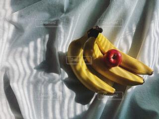 バナナと乙女りんごの写真・画像素材[3836373]