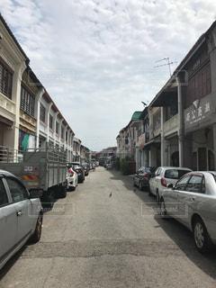 街の通りに駐車の写真・画像素材[1825978]