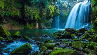 〈大迫力の滝〉の写真・画像素材[1819017]