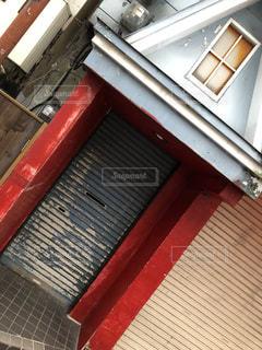赤い建物のアップの写真・画像素材[1823991]