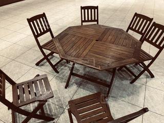 木製のダイニング テーブルの写真・画像素材[1824461]