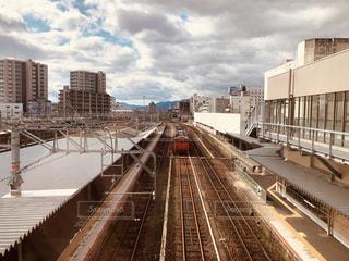 向かってくる電車の写真・画像素材[1838157]