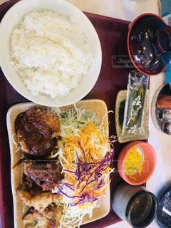 どんじゅうのサービス定食の写真・画像素材[2012002]