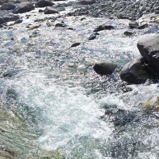 キラキラする水面の写真・画像素材[2814790]