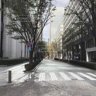 街中の朝散歩の写真・画像素材[4833745]