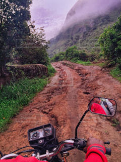 アフリカの過酷な山道の写真・画像素材[1829002]