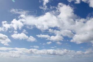 白い雲と青い空の写真・画像素材[1825556]