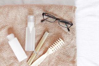 化粧水など朝に使う物の置き画の写真・画像素材[2304076]
