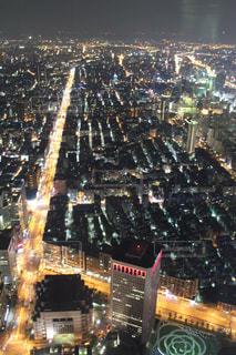 ライトアップされた街の写真・画像素材[2447139]