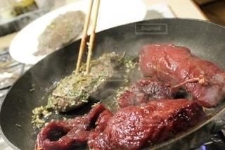 塊肉のステーキの写真・画像素材[2635900]