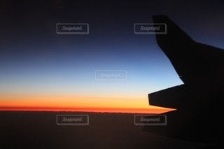 飛行機移動中の朝焼けの写真・画像素材[2651554]